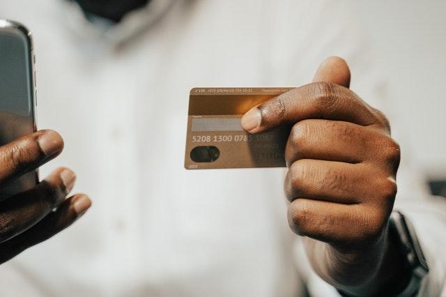 Cartão Poupança Caixa vencido: descubra como solicitar segunda via